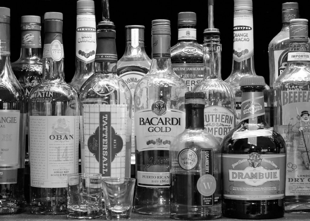 Photography, black and white, monochrome, Nikon, Picture Control, EVF, viewfinder, composition, histogram, bar, liquor, bottles