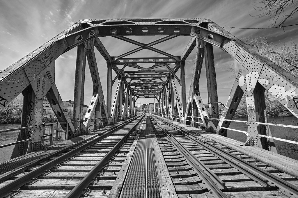 Photo of Nicollet Island railroad bridge in Minneapolis